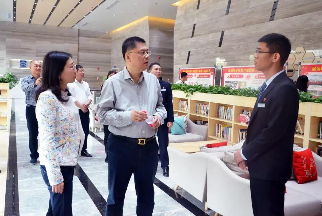 市委党校王鑫教授走访调研展滔园区党群服务中心