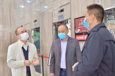 街道陈伟文主任深入一线,检查指导展滔园区疫情防控工作